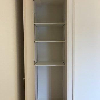 収納の棚は可動式になっているので、お好みに合わせて移動してみてください。