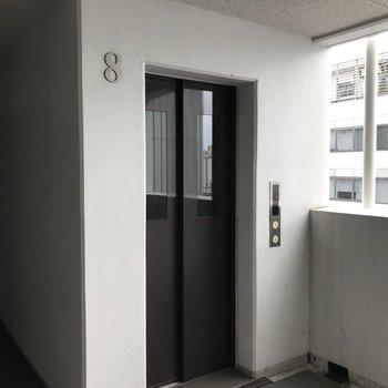 8階まではエレベーターで上がれます。