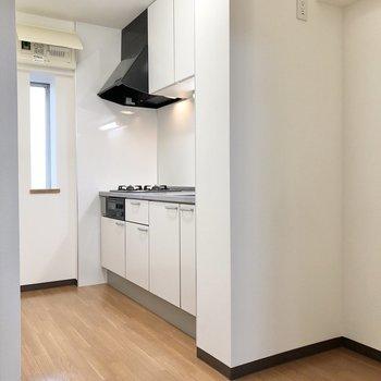 【LDK】キッチンスペース、ゆったりしていますよ。