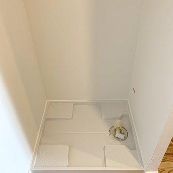 【洋室5帖】洗濯機置き場もここです。