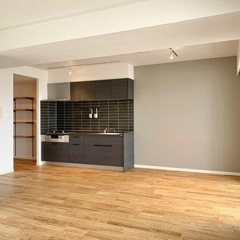【LDK】シックな色合いのキッチンが素敵ですよね。