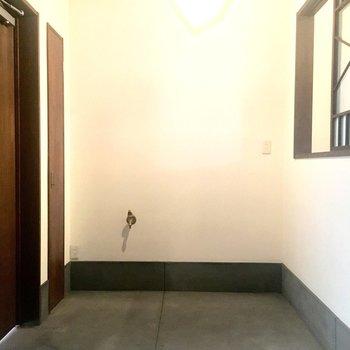 広めの玄関。靴箱はお気に入りを見つけてくださいね。