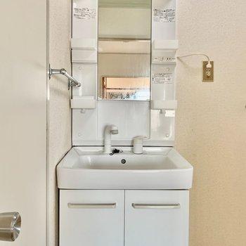 洗面台はこちらをキレイにクリーニングしますよ〜!
