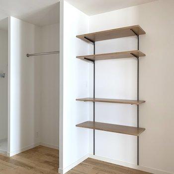 【洋室5帖】棚は可動式ですよ。