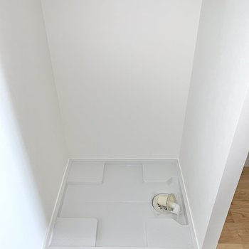 【洋室5帖】洗濯機置き場もここにありました。