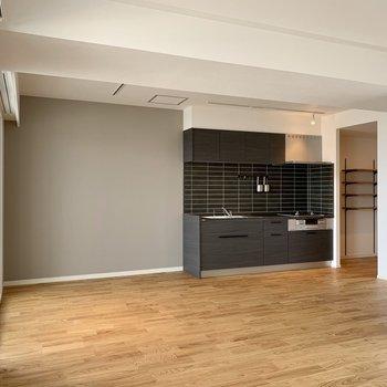 【LDK】シックな色合いのキッチンがかっこいいんです。