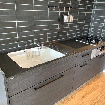 【LDK】大きめのシンクで洗い物もしやすく。