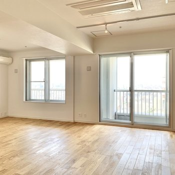 【LDK】ヤマグリの無垢床とライティングレールでおしゃれな空間。