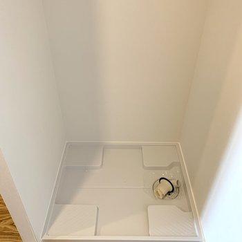 【洋室5帖】洗濯機置場もここにあります。