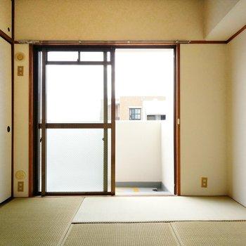 玄関正面の和室は、エアコンが設置できます。