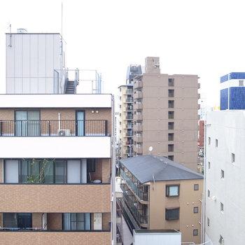 路地にあるので、いろんな建物が集まった眺望。