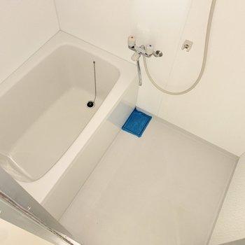 浴室はシンプル!寛げそうです〜