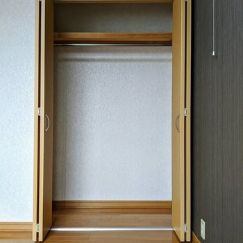 【洋室】洋服や寝具なども片付けられる大容量◎
