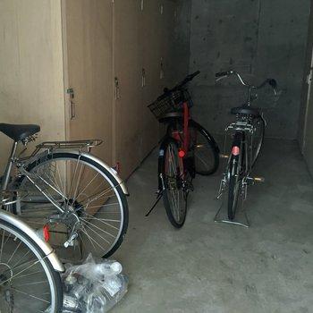 駐輪場は屋内なので天候を木にしなくてもいいですね。