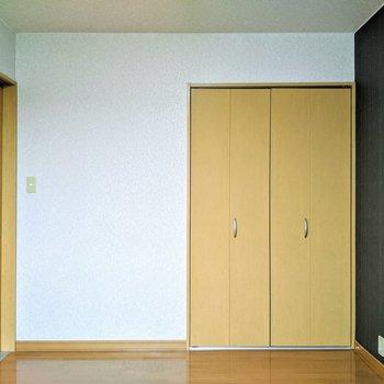 【洋室】こちらのお部屋にはクローゼットがあります。