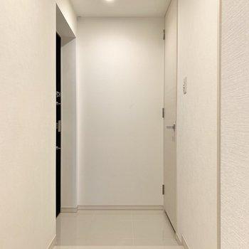 玄関右側にシューズクローゼットがあります。