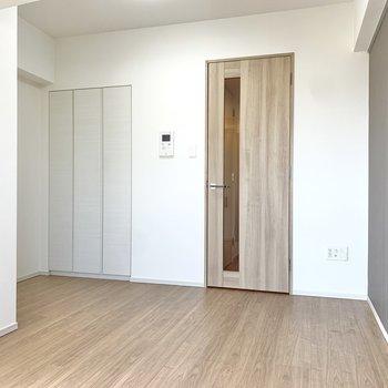 窓側を背にして細かく確認してみましょう。※写真は4階の同間取り別部屋のもの・一部実際の内装と異なる場合があります
