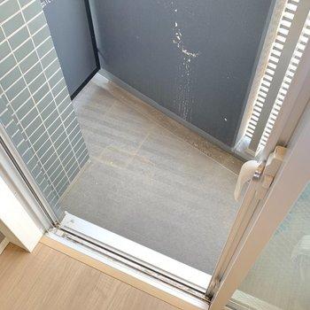 バルコニーはややコンパクトでした。※写真は4階の同間取り別部屋のもの・一部実際の内装と異なる場合があります
