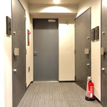 1フロア3部屋という共用部です。