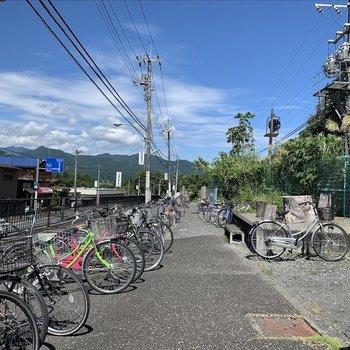 駅前に無料の駐輪場があってとっても便利です。