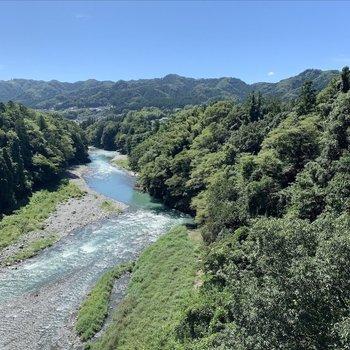 橋からの景色にびっくりしました。こんな美しい景色がすぐそこに!