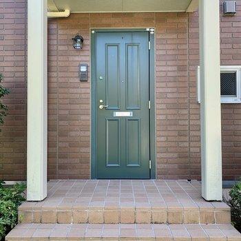 ゆったりと設けられた素敵な玄関!
