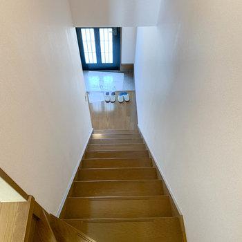 階段を降りて、1階の水回りを見ていきましょう。