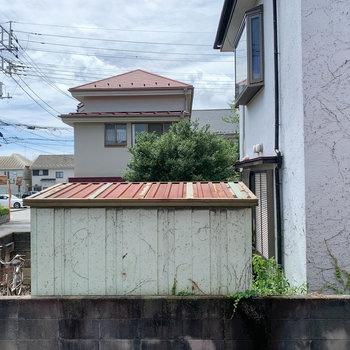 眺望は向かいの住宅。