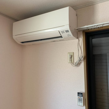エアコンはDKにのみ設置済み。比較的新しめの型でした。