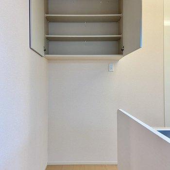 【LDK】キッチン上の収納も収納力たっぷり!食器などを入れるとよさそう。
