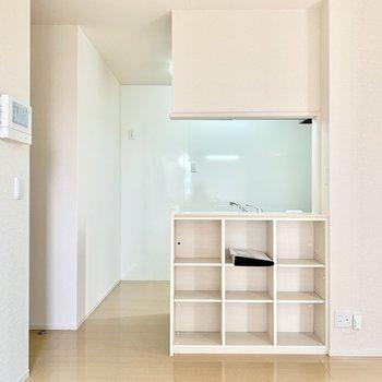 棚にはぴったり合うカゴを置いて細々したものを収納したい。
