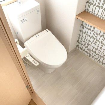 アクセントクロスが素敵なトイレ。