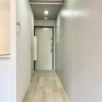 居室から玄関は一直線です。