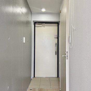 玄関はセキュリティ高めの二重ロック。