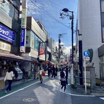 商店街は歩くだけでも楽しそう。