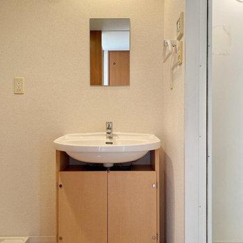 シンプルだけど素敵な洗面台。