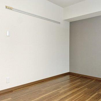 【廊下側洋室】寝室にちょうど良さそうですね。