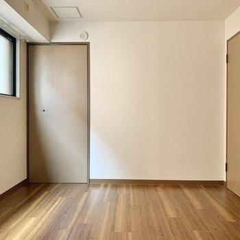 【廊下側洋室】収納は後ろ。