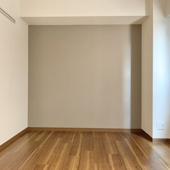 【廊下側洋室】こちらも約6帖。