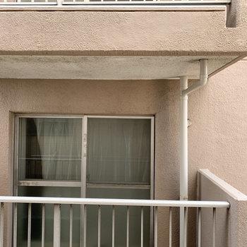 こちらはリビング横の窓から。