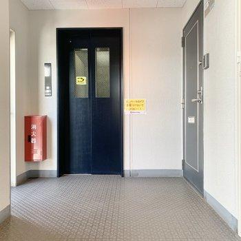 お部屋はエレベーター近くです。