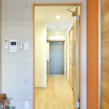 ドアの先はキッチンスペース。