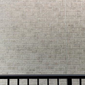 バルコニーの目の前は壁。人目を気にせず洗濯物を干せちゃう!