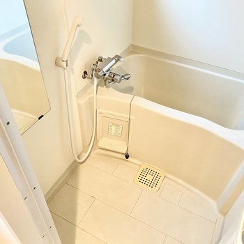 お風呂はシンプルに。日々の疲れを癒やしましょう◯(※写真は清掃前のものです。)