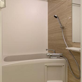 浴室乾燥や暖房付きのお風呂。洗濯物が干せます。