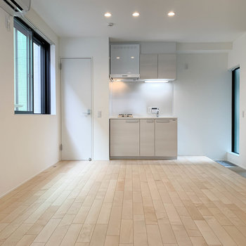 まずはお部屋の全景から。キッチンの右側に土間があります。