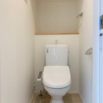キッチンの左あたりに、トイレがあります。