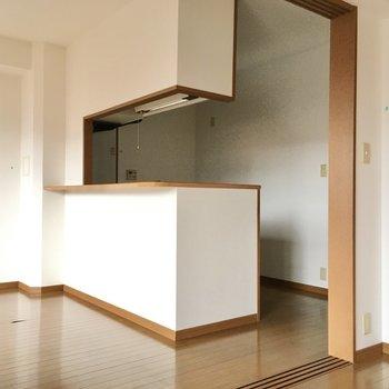 お部屋のシンボルは、お部屋を見渡せる対面キッチン。(※写真は3階の同間取り別部屋のものです)