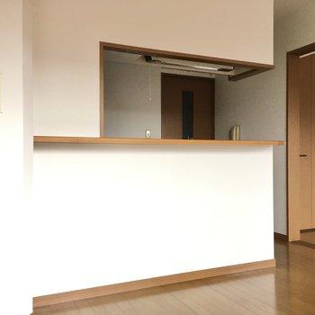 キッチンは対面式です。お子さんの様子も料理をしながら伺えます。(※写真は3階の同間取り別部屋のものです)