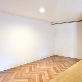 ロフトの床はヘリンボーン柄のクッションフロア!